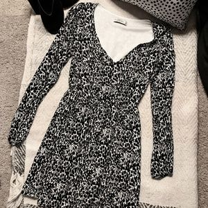 Abercrombie & Fitch Dresses - Abercrombie Fitch Black & White Long Sleeve Dress